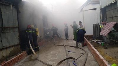 Cháy bãi chứa phế liệu tại Quận 11